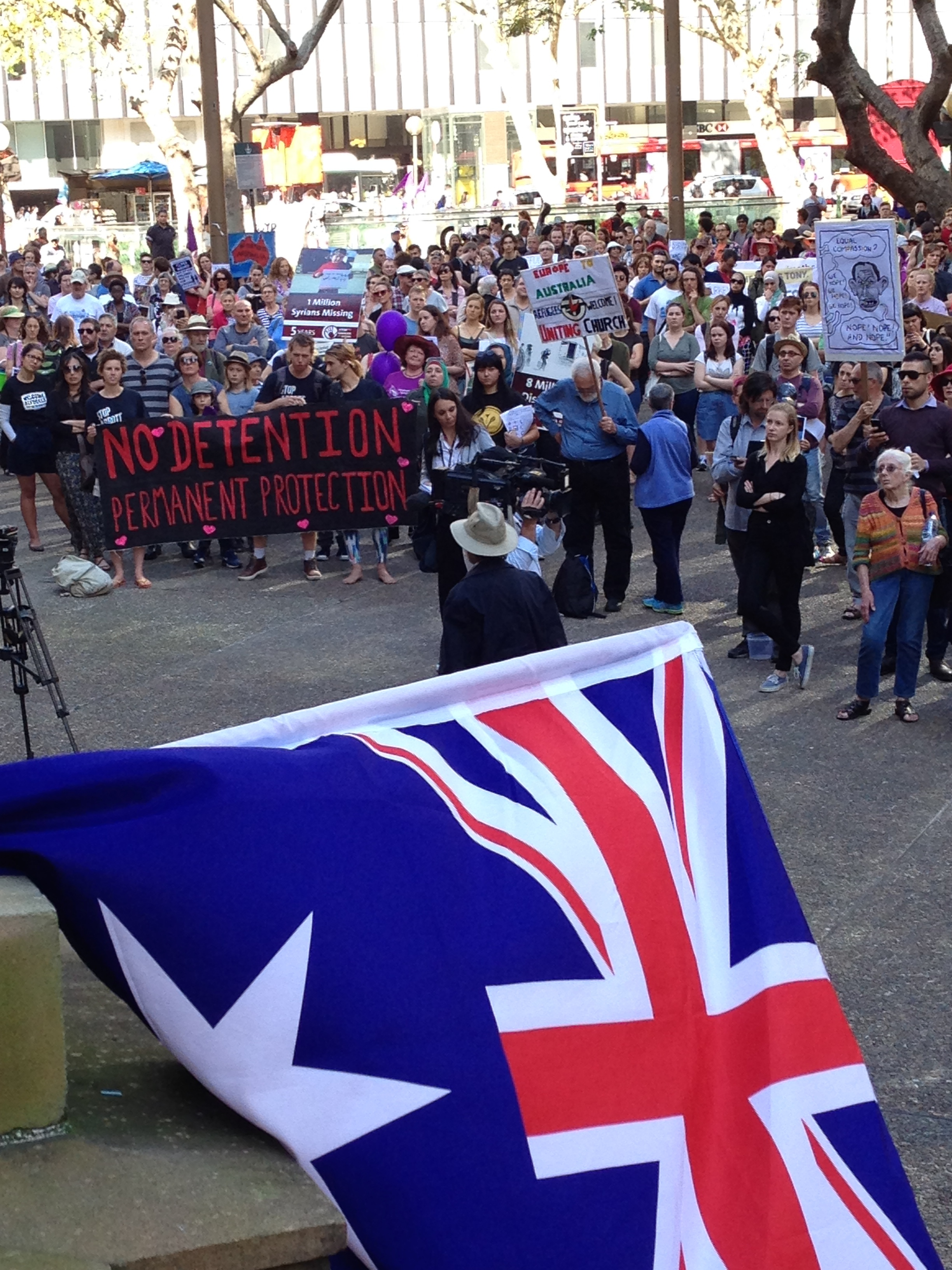 Sydney rallies to welcome refugees